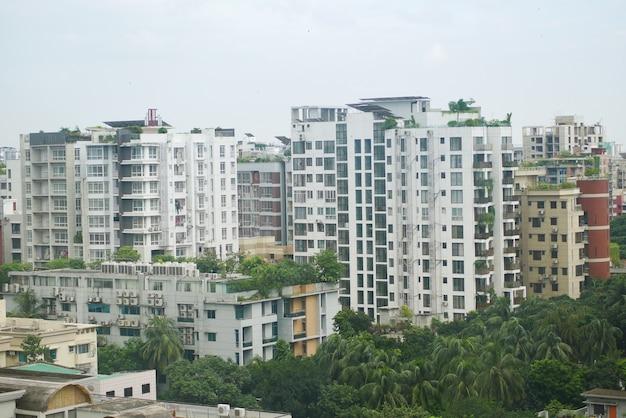 Bâtiments de la ville de dhaka aux beaux jours