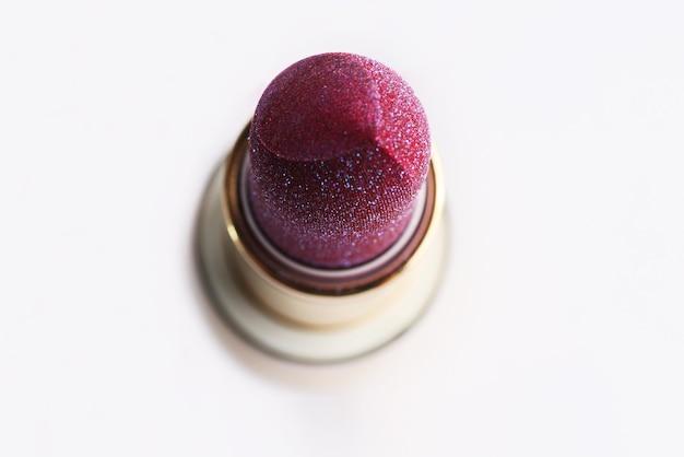 Bâton de rouge à lèvresvue de dessusconcept cosmétiquebelle texture pétillante de rouge à lèvres