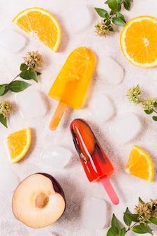 Bâtonnets de crème glacée saveur de fruits