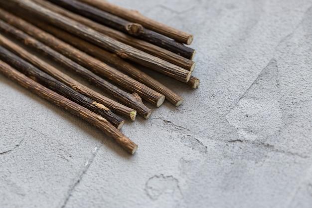 Bâtonnets naturels d'herbe à chat pour le nettoyage et la détente des molaires de chat, collation à mâcher pour chat
