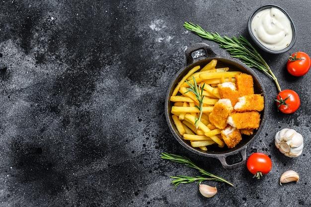 Bâtonnets de poisson frit avec frites