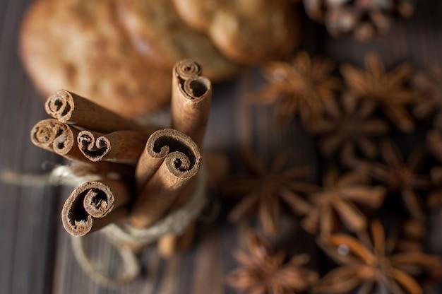 Bâtons de cannelle et anis étoilé