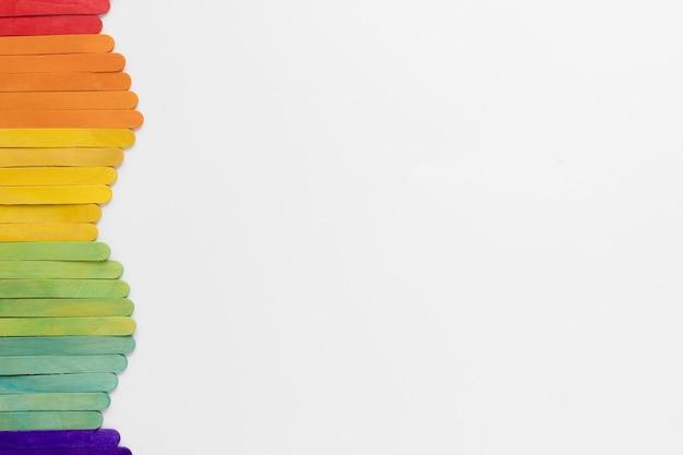 Bâtons colorés avec copie-espace