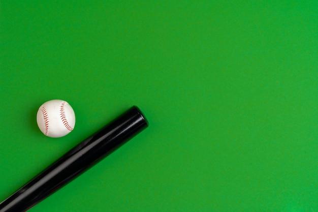 Batte de baseball et balle, vue de dessus