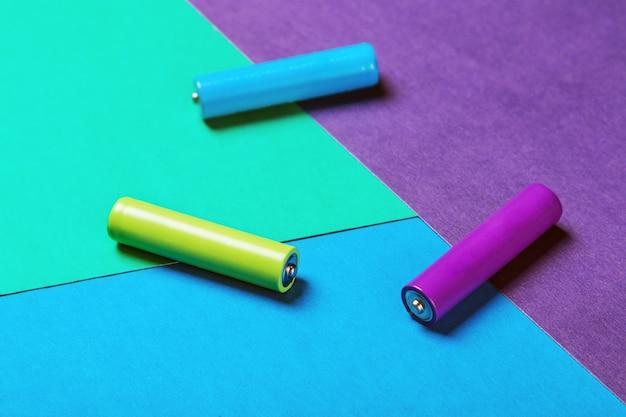 Batteries de différentes couleurs