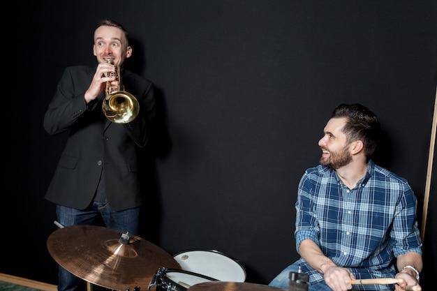 Batteur et trompettiste