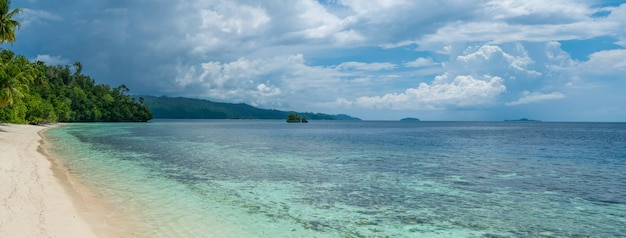 Batu lima près de biodiversity resort, gam island, en papouasie occidentale, raja ampat, indonésie