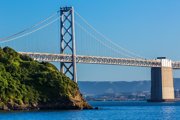 Bay bridge à san francisco en californie