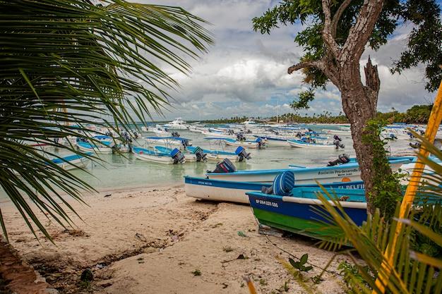 Bayahibe, république dominicaine 21 janvier 2020 : bateaux à bayahibe en république dominicaine