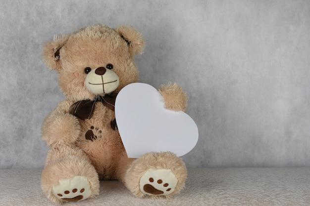 Bear teddy avec un coeur t'aime
