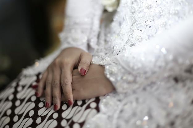 Beau batik et kebaya mariage traditionnel javanais indonésie