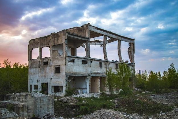 Un beau bâtiment détruit