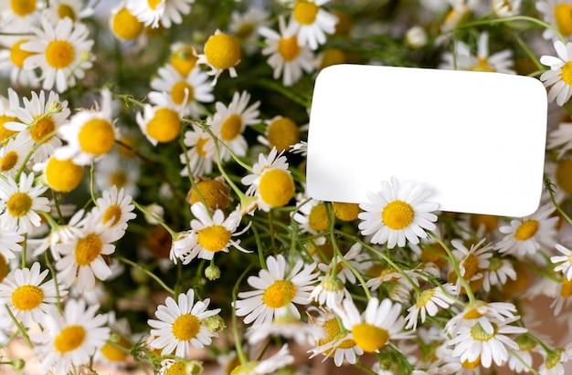 Beau bouquet de fleurs d'anniversaire avec note