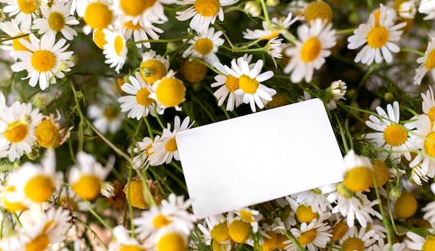 Beau bouquet de fleurs avec note
