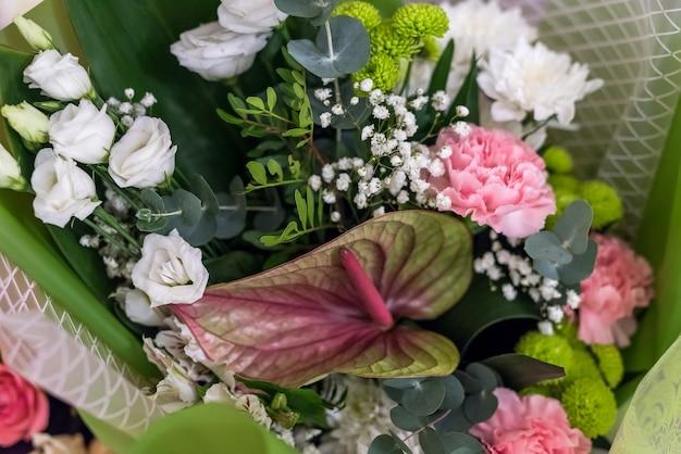 Beau bouquet de fleurs se bouchent.