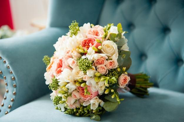 Beau bouquet de mariée élégant et élégant