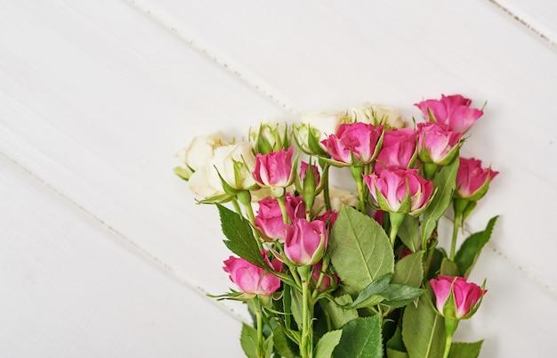 Beau bouquet de roses en cadeau