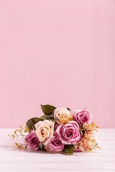 Beau bouquet de roses copie espace