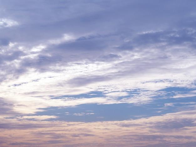 Beau ciel au coucher du soleil.