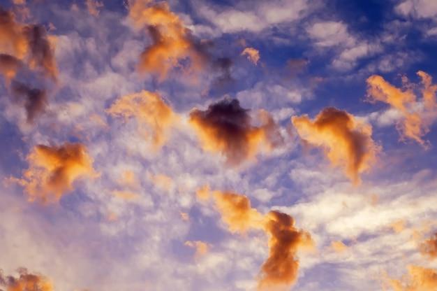 Beau ciel coloré. fond de ciel