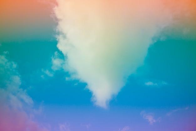 Beau ciel coloré et fond de nuages.