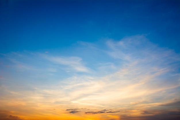 Beau ciel avec nuages