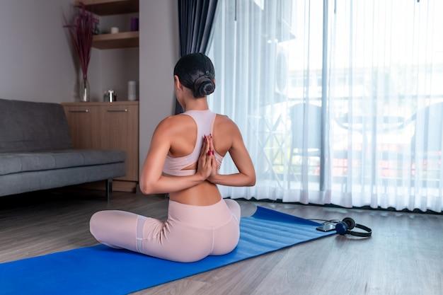 Un beau corps est réalisé grâce au sport et au yoga