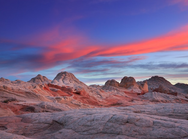 Beau coucher de soleil sur la poche blanche arizona