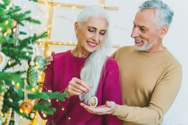 Beau couple d'amoureux senior. portrait de personnes âgées