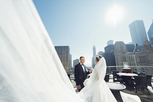 Beau couple de mariage