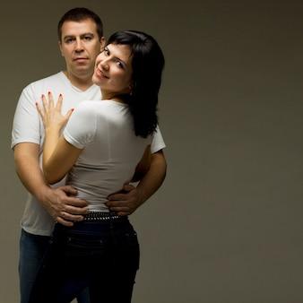 Beau couple occasionnel - homme et femme