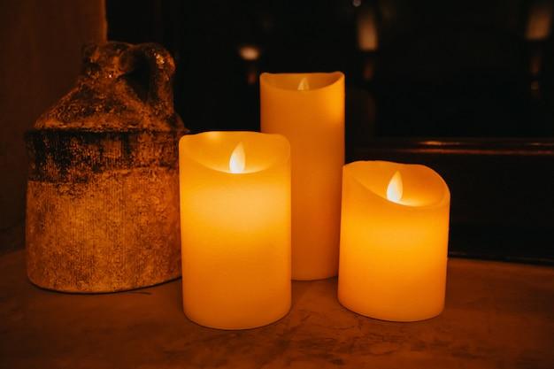 Beau décor bougies en intérieur