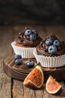 Beau et délicieux dessert aux myrtilles