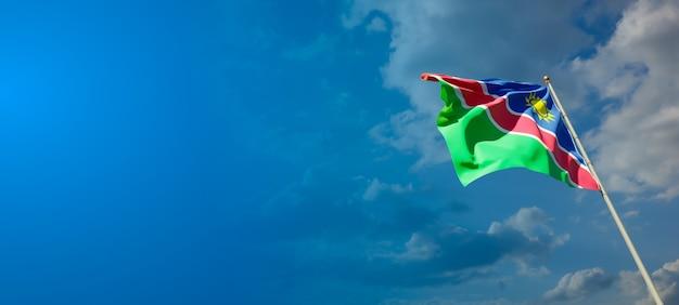 Beau drapeau d'état national de la namibie avec un espace vide sur fond large