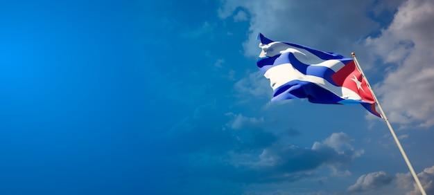 Beau drapeau national de cuba sur ciel bleu