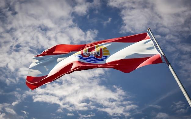 Beau drapeau national de la polynésie flottant