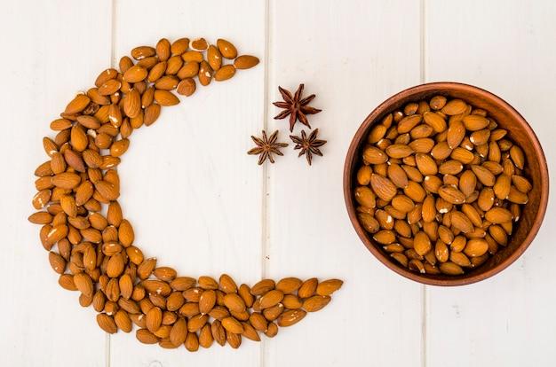 Beau fond avec croissant de noix, fête musulmane.