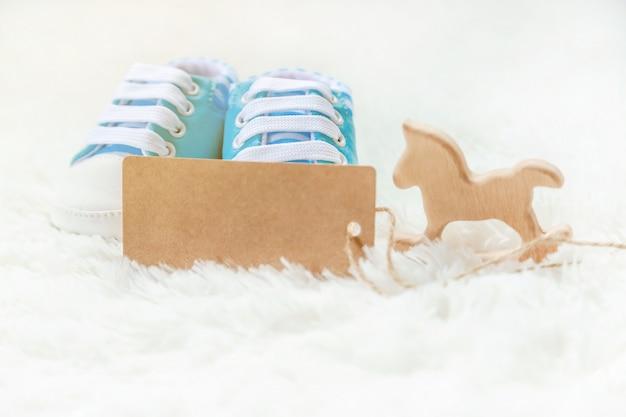 Beau fond doux, accessoires bébé nouveau-né. mise au point sélective.