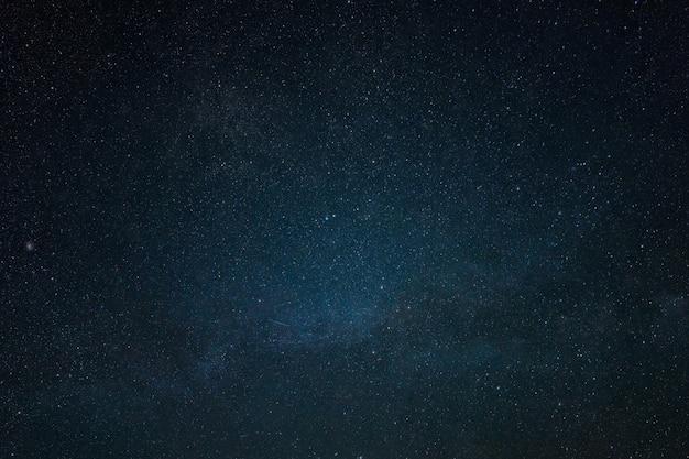 Beau fond d'écran de ciel étoilé. fond de l'espace lointain