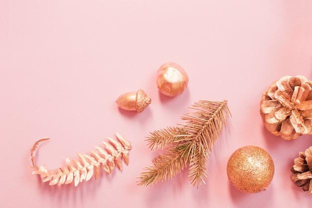 Beau fond de noël aux couleurs or et rose