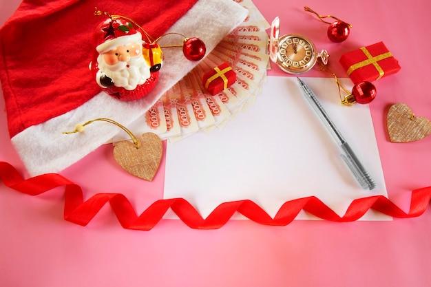 Beau fond de noël avec une feuille de papier et des cadeaux de décoration du nouvel an