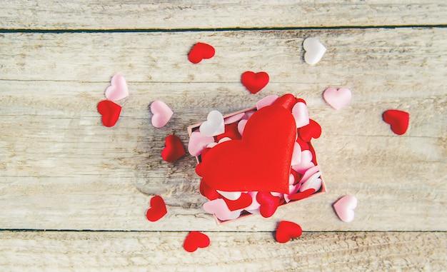 Beau fond sur le thème de l'amour des vacances et d'une humeur agréable. mise au point sélective.