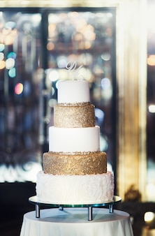 Beau gâteau de mariage
