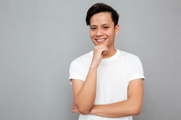 Beau, jeune, homme asiatique, debout