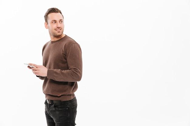 Beau, jeune homme, bavarder, par, téléphone portable