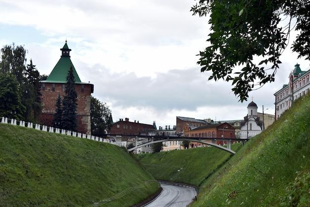 Beau kremlin sur la colline. nijni novgorod