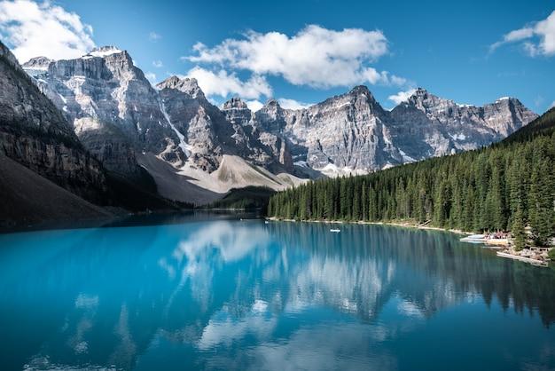 Beau lac au canada
