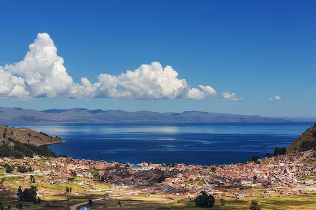Beau lac titicaca en bolivie
