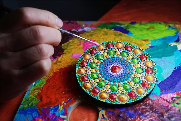 Beau mandala peint au pinceau
