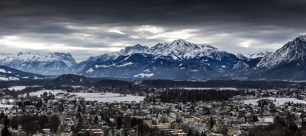 Beau panorama des alpes couvertes de neige à salzbourg